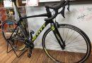スコット ロードバイク 【アディクト30】。 & 楽々簡単タイヤ取り付け工具と、修理のバイクご紹介。