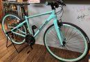 ビアンキ チェレステカラーのクロスバイク。 & スコット 人気ロード 【 アディクト30 】。