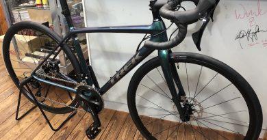 トレック ロードバイク 【 エモンダSL5 】 & 引き続き、修理・メンテナンスのお持ち込みOKです。
