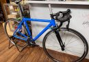 シンプルカラーのオリジナル ロードバイク!! & 安全なカラーリングのお買い得ヘルメット入荷です。